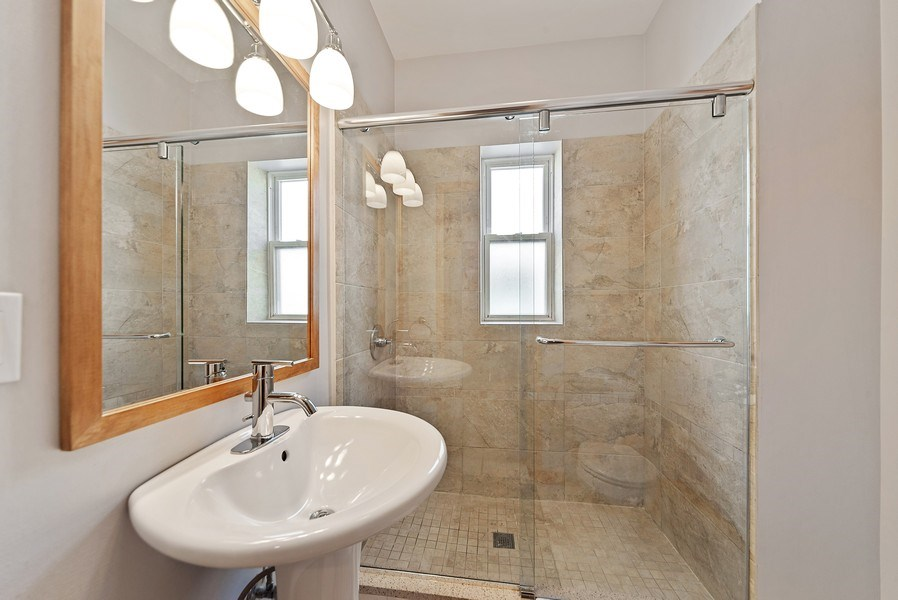 Real Estate Photography - 2634 W Iowa, #4, Chicago, IL, 60622 - Bathroom