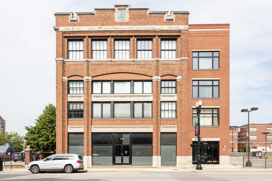 Real Estate Photography - 2332 S Michigan Ave, #206, Chicago, IL, 60618 - Front View