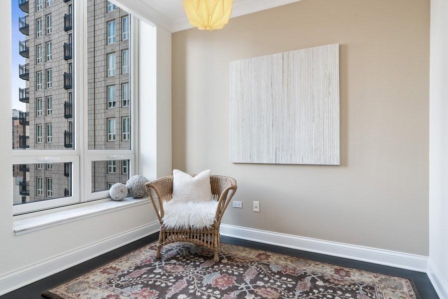 Real Estate Photography - 10 E Deleware Pl, 15A, Chicago, IL, 60611 - Den