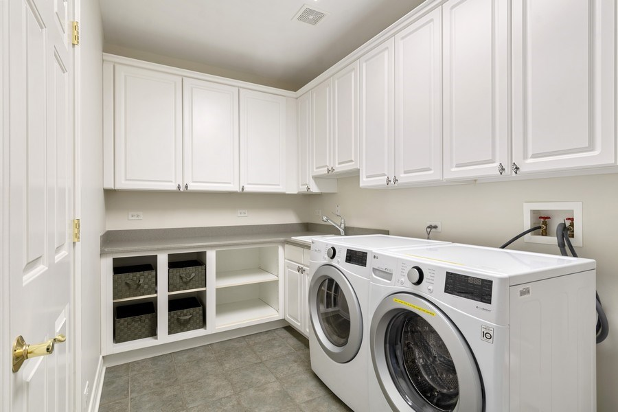 Real Estate Photography - 2888 Independence Ave, Glenview, IL, 60026 - Laundry Room