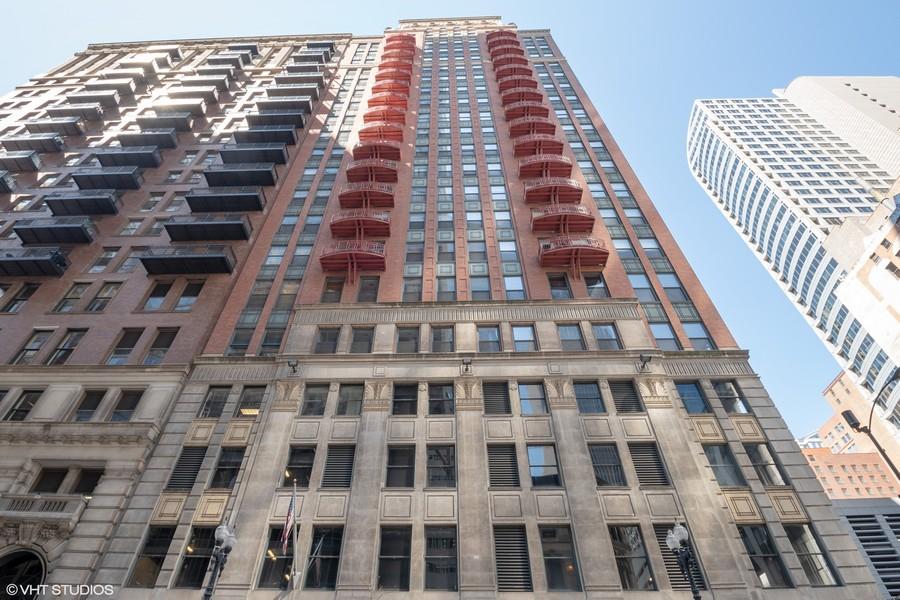 Real Estate Photography - 208 W Washington, Unit 808, Chicago, IL, 60606 -
