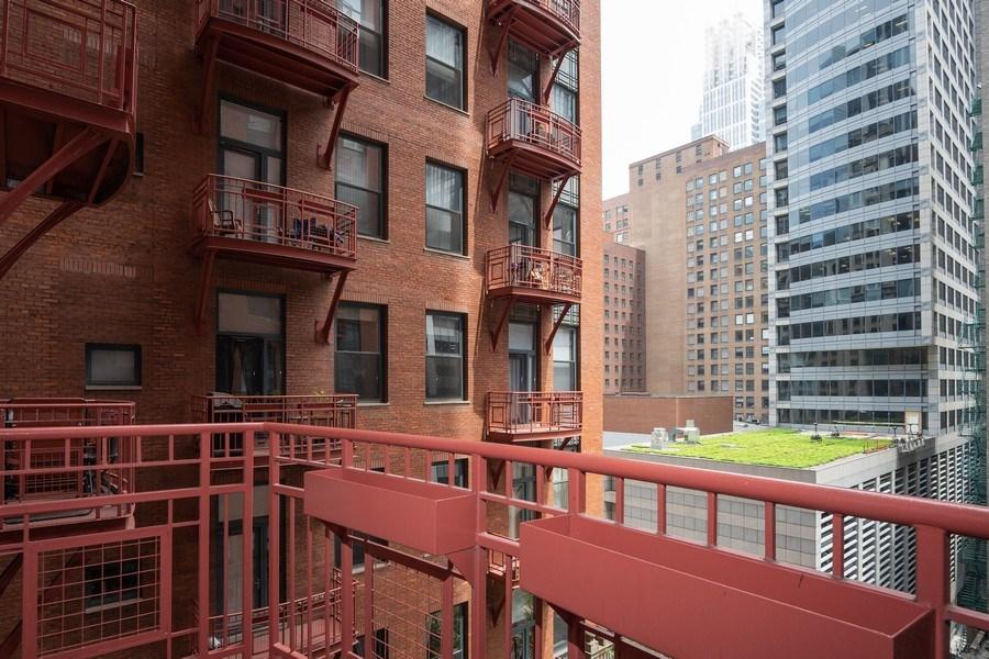 Real Estate Photography - 208 W Washington, Unit 808, Chicago, IL, 60606 - Balcony