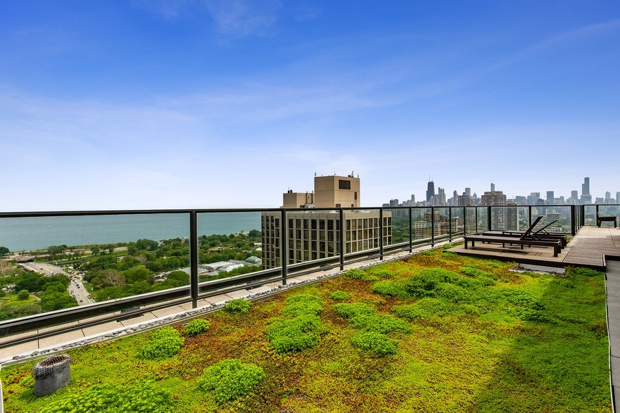 Real Estate Photography - 2400 N Lakeview, Unit 2602, Chicago, IL, 60614 - Green Rooftop + Deck