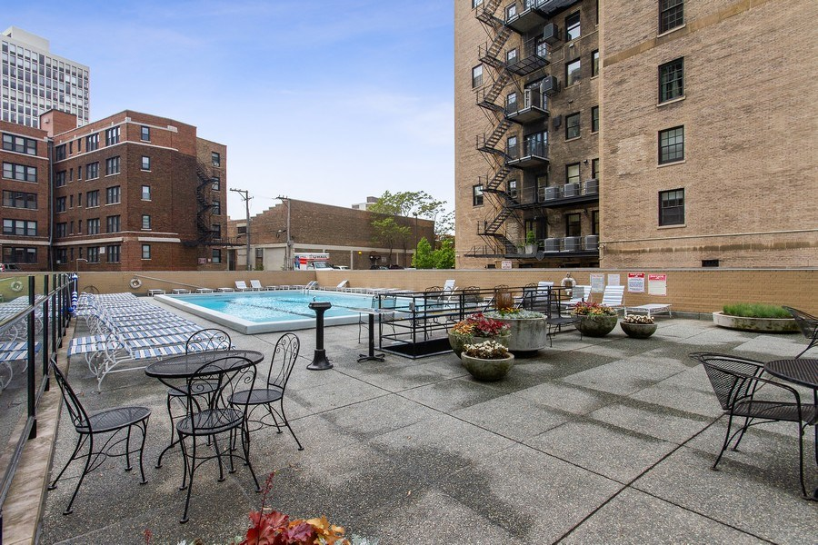 Real Estate Photography - 2400 N Lakeview, Unit 2602, Chicago, IL, 60614 - Pool