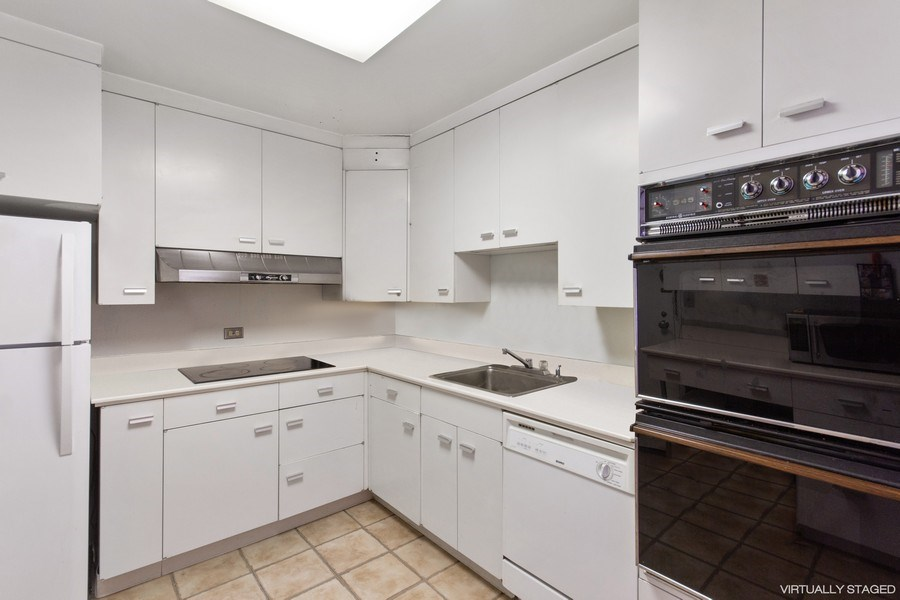 Real Estate Photography - 2400 N Lakeview, Unit 2602, Chicago, IL, 60614 - Kitchen