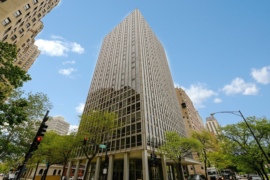 Real Estate Photography - 2400 N Lakeview, Unit 2602, Chicago, IL, 60614 -