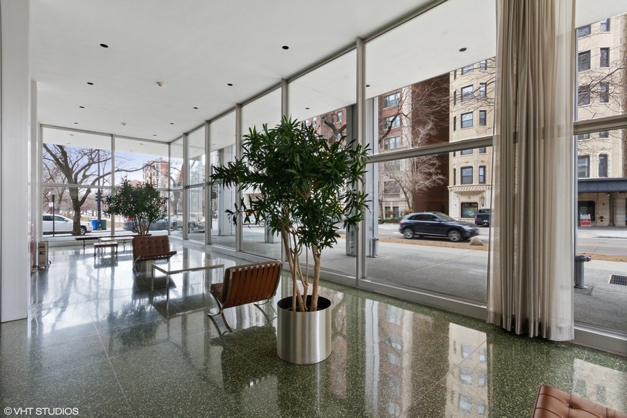 Real Estate Photography - 2400 N Lakeview, Unit 2602, Chicago, IL, 60614 - Lobby