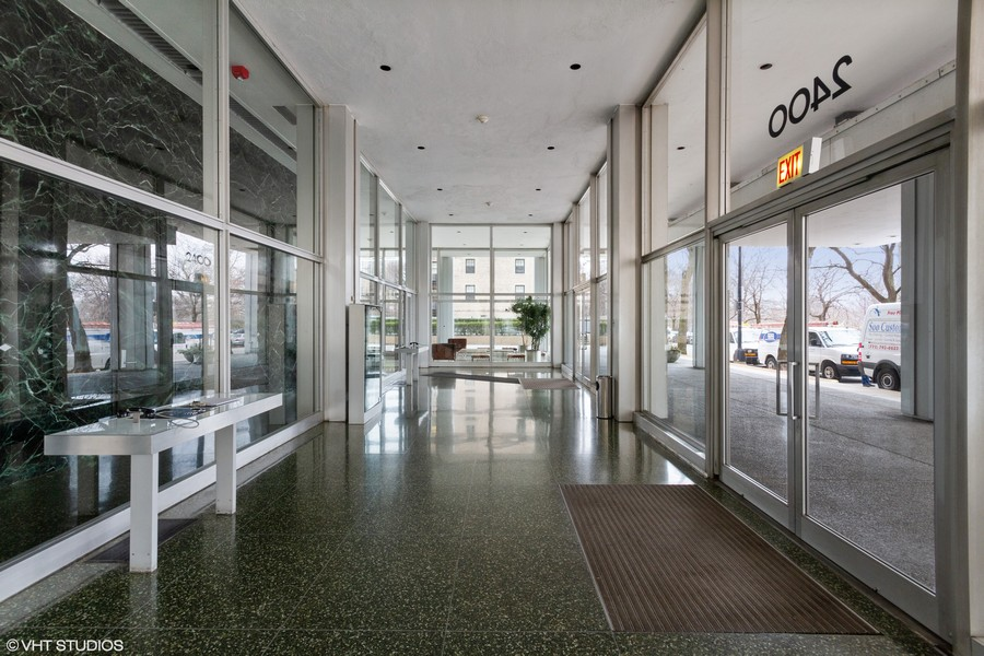 Real Estate Photography - 2400 N Lakeview, Unit 2602, Chicago, IL, 60614 - Building entryway