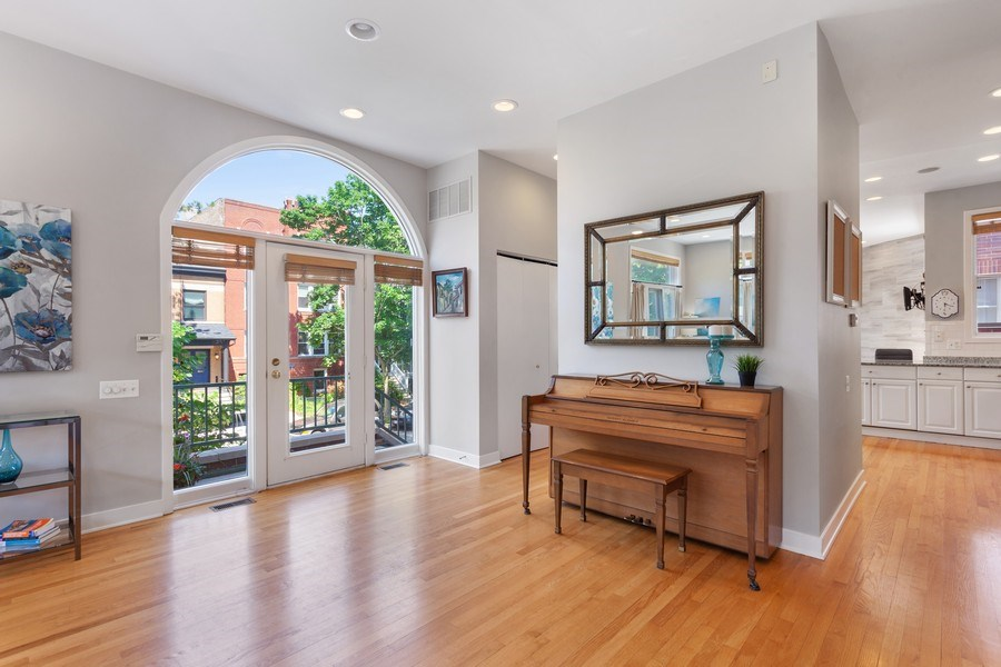 Real Estate Photography - 2515 N Seminary, A, Chicago, IL, 60614 - Foyer