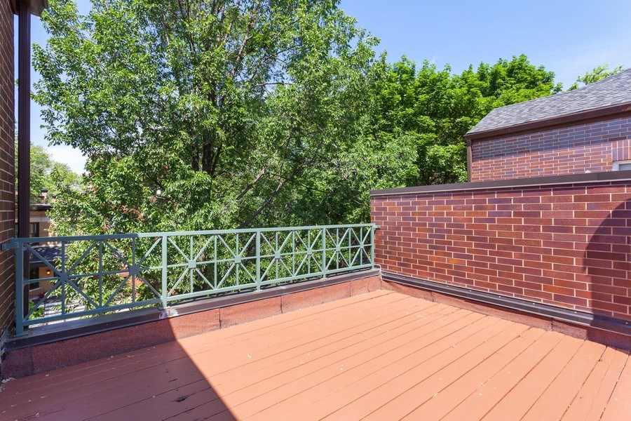 Real Estate Photography - 2515 N Seminary, A, Chicago, IL, 60614 - Roof Deck (Street & Courtyard Views)