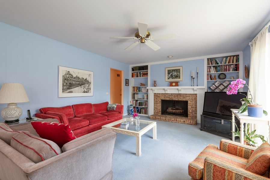 Real Estate Photography - 1440 Estate Ln, Glenview, IL, 60025 - Family Room