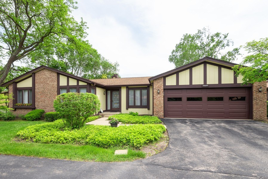 Real Estate Photography - 1440 Estate Ln, Glenview, IL, 60025 - Front View