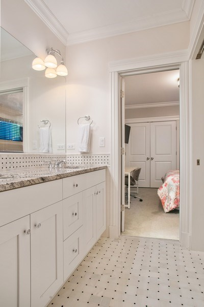 Real Estate Photography - 2250 W Roscoe, 1, Chicago, IL, 60618 - 2nd Bathroom Jack & Jill