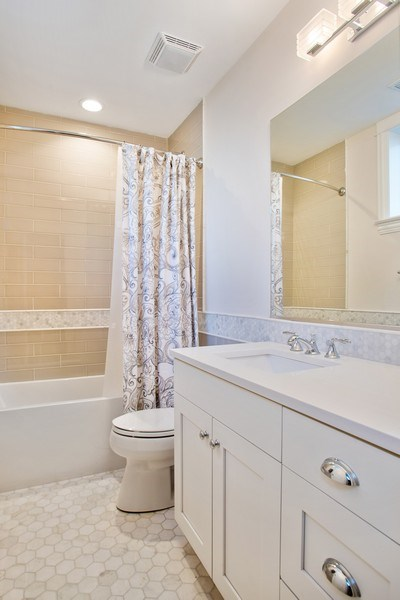 Real Estate Photography - 2250 W Roscoe, 1, Chicago, IL, 60618 - 3rd Bathroom