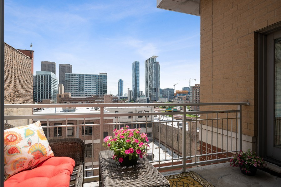 Real Estate Photography - 657 W Fulton St, Chicago, IL, 60661 - Terrace