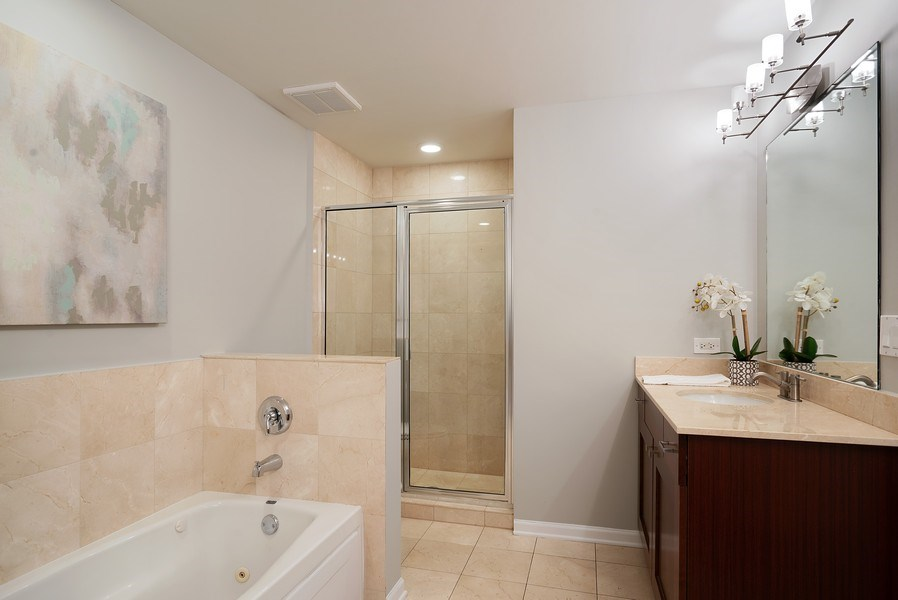 Real Estate Photography - 657 W Fulton St, Chicago, IL, 60661 - Master Bathroom