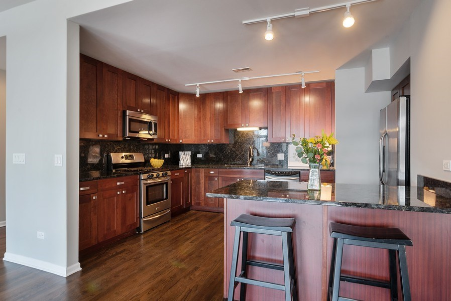 Real Estate Photography - 657 W Fulton St, Chicago, IL, 60661 - Kitchen