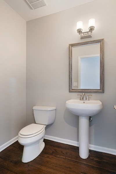Real Estate Photography - 657 W Fulton St, Chicago, IL, 60661 - Half Bath