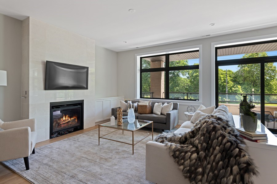 Real Estate Photography - 4432 N Western Ave, 2, Chicago, IL, 60625 - Living Room
