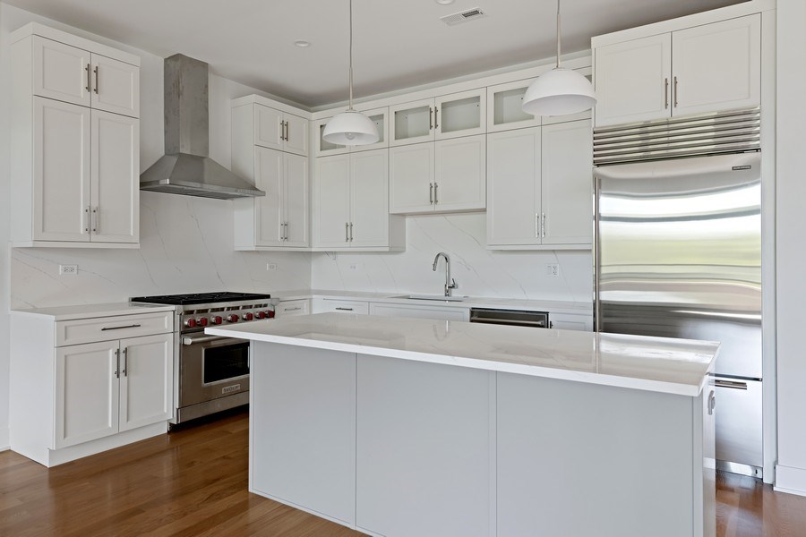 Real Estate Photography - 4432 N Western Ave, 2, Chicago, IL, 60625 - Kitchen
