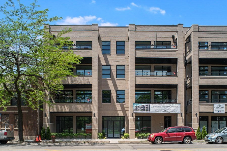 Real Estate Photography - 4432 N Western Ave, 2, Chicago, IL, 60625 - Front View