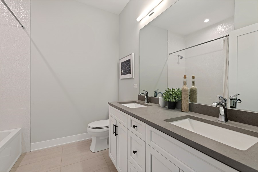 Real Estate Photography - 4432 N Western Ave, 2, Chicago, IL, 60625 - Bathroom