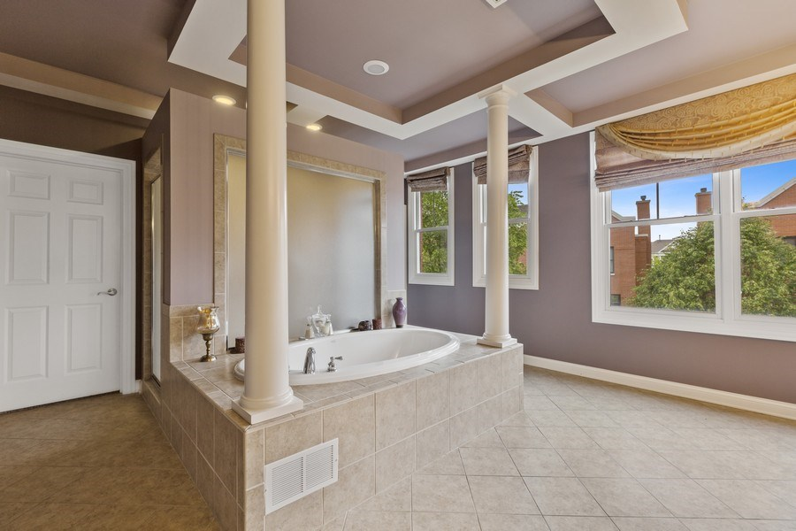 Real Estate Photography - 1890 Admiral Court, Glenview, IL, 60026 - Master Bathroom