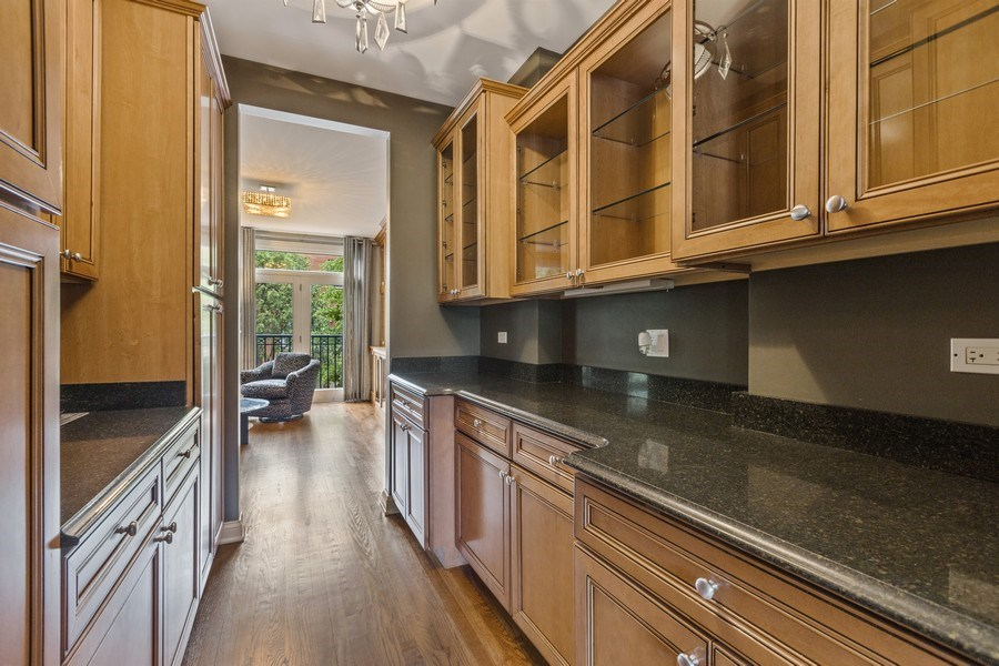 Real Estate Photography - 1890 Admiral Court, Glenview, IL, 60026 - Butler's pantry