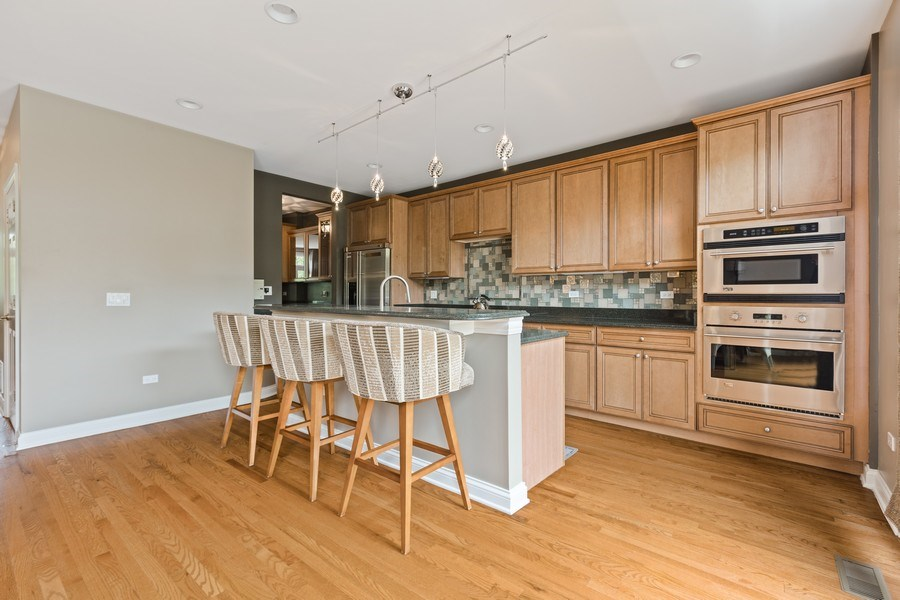Real Estate Photography - 1890 Admiral Court, Glenview, IL, 60026 - Kitchen
