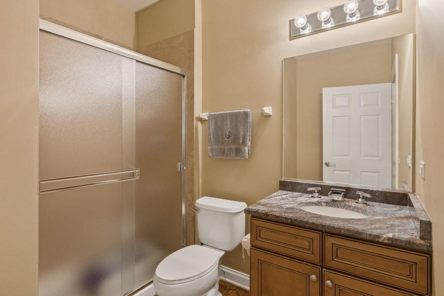 Real Estate Photography - 1890 Admiral Court, Glenview, IL, 60026 - Bathroom
