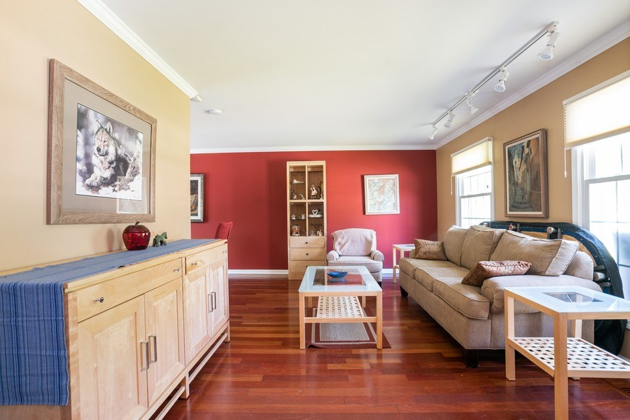 Real Estate Photography - 413 Greentree, Libertyville, IL, 60048 - Living Room