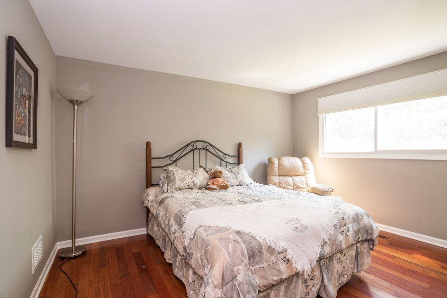 Real Estate Photography - 413 Greentree, Libertyville, IL, 60048 - 2nd Bedroom