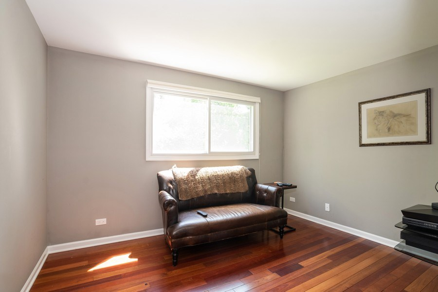Real Estate Photography - 413 Greentree, Libertyville, IL, 60048 - 4th Bedroom