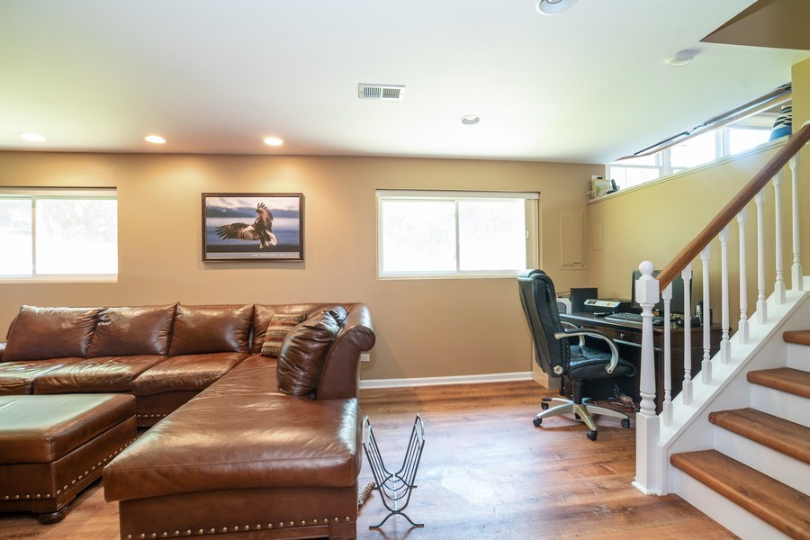 Real Estate Photography - 413 Greentree, Libertyville, IL, 60048 - Family Room