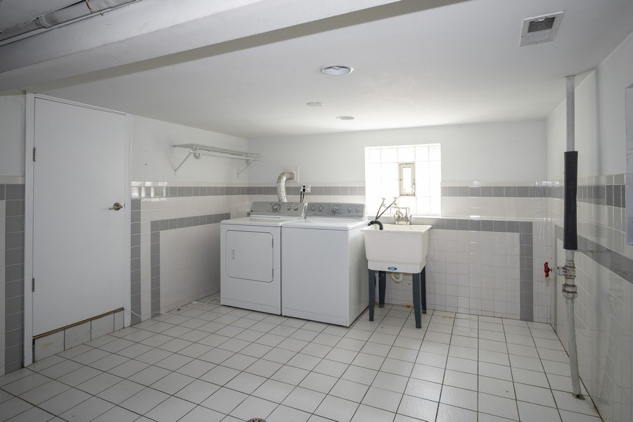 Real Estate Photography - 1708 W Wabansia, Chicago, IL, 60622 - Laundry Room