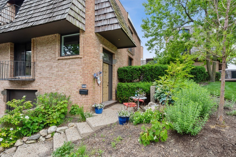 Real Estate Photography - 560 W Russell St, Barrington, IL, 60010 - Front View
