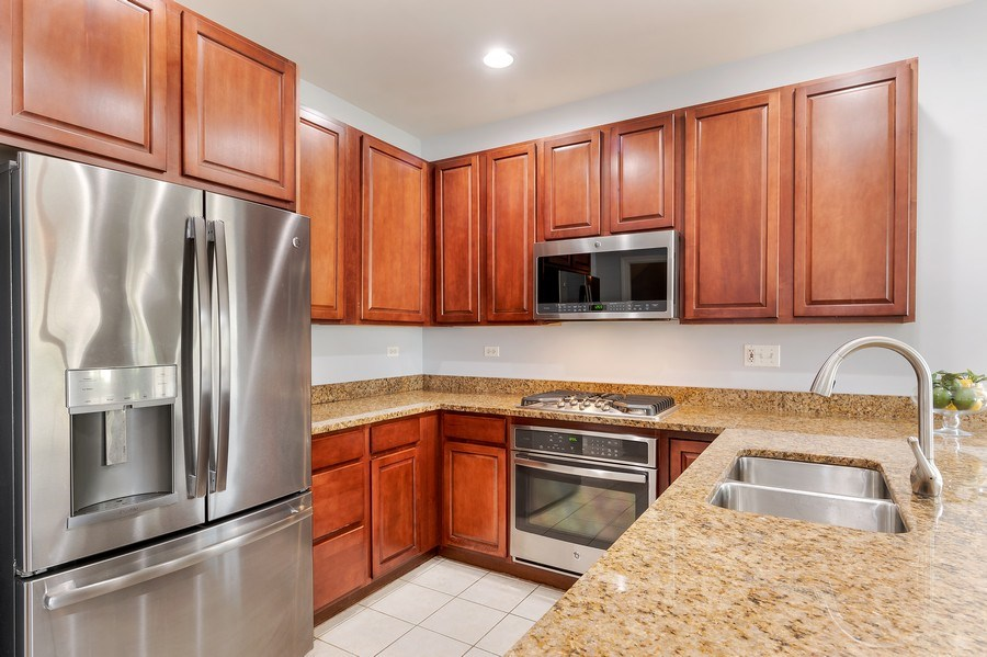 Real Estate Photography - 2548 Violet St, Glenview, IL, 60026 - Kitchen