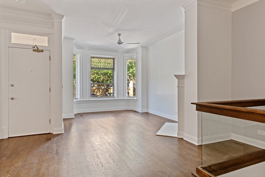 Real Estate Photography - 4008 N Clarendon, Chicago, IL, 60613 - Living Room