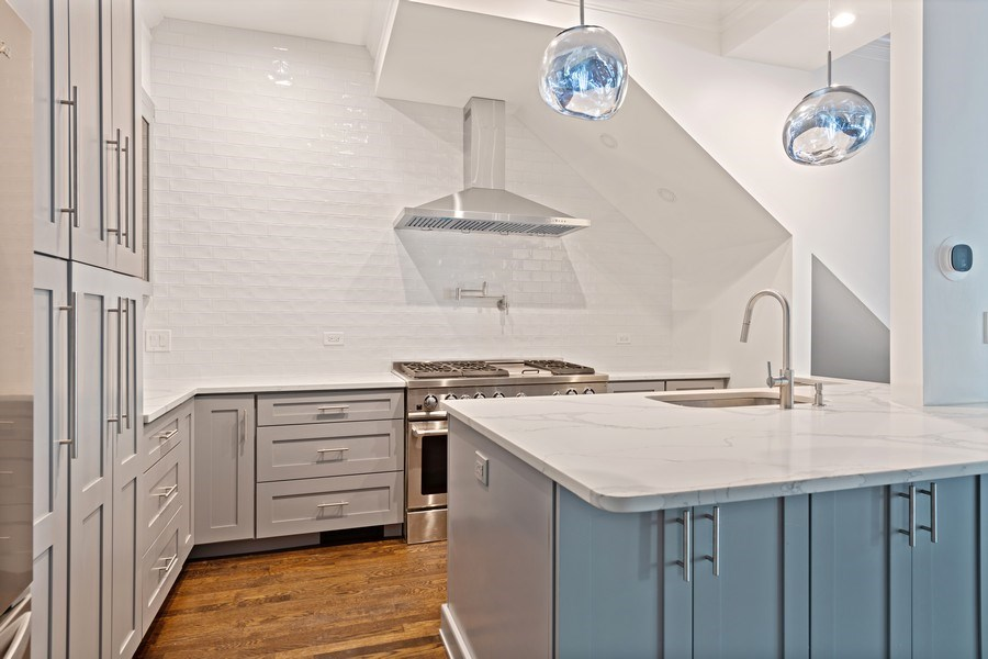 Real Estate Photography - 4008 N Clarendon, Chicago, IL, 60613 - Kitchen