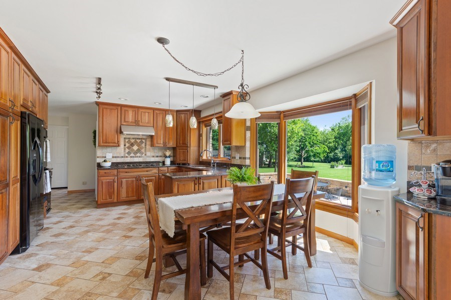 Real Estate Photography - 195 Mooregate Trail, Hawthorn Woods, IL, 60047 - Kitchen / Breakfast Room