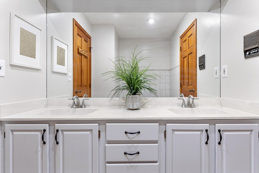 Real Estate Photography - 195 Mooregate Trail, Hawthorn Woods, IL, 60047 - 2nd Bathroom