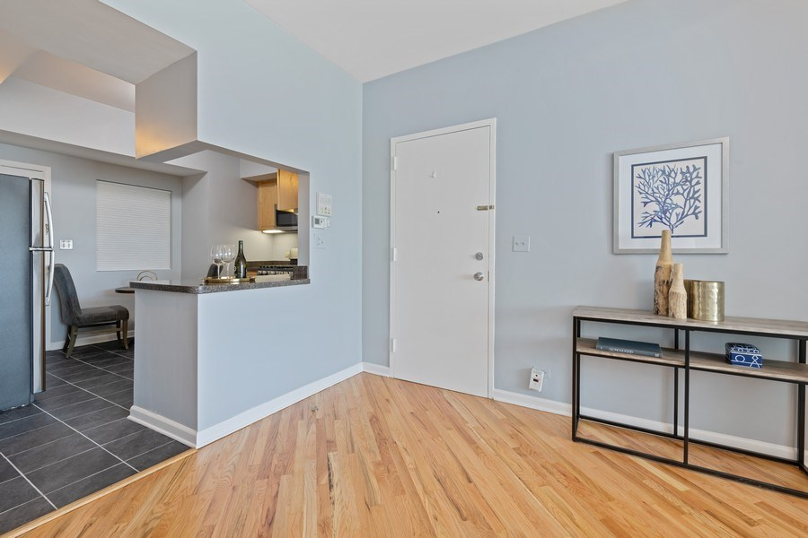 Real Estate Photography - 4747 N. Artesian Ave., Unit 1N, Chicago, IL, 60625 - Entryway