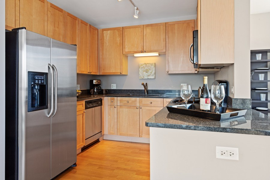 Real Estate Photography - 200 W. Grand St., 2006, Chicago, IL, 60654 - Kitchen