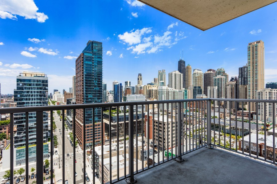 Real Estate Photography - 200 W. Grand St., 2006, Chicago, IL, 60654 - Balcony