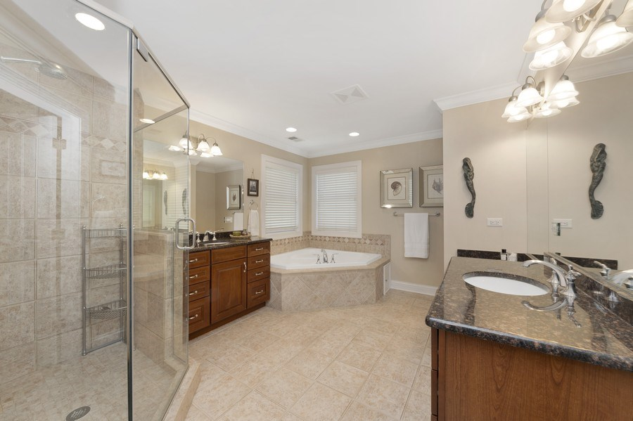 Real Estate Photography - 742 Meadow Lane, Libertyville, IL, 60048 - Master Bathroom
