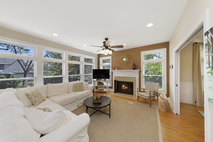 Real Estate Photography - 742 Meadow Lane, Libertyville, IL, 60048 - Family Room