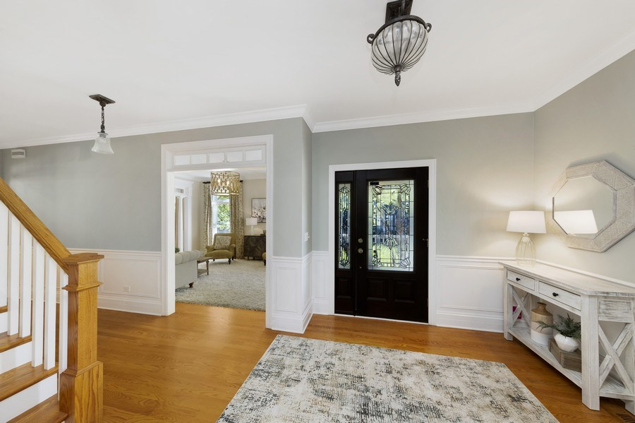 Real Estate Photography - 742 Meadow Lane, Libertyville, IL, 60048 - Foyer