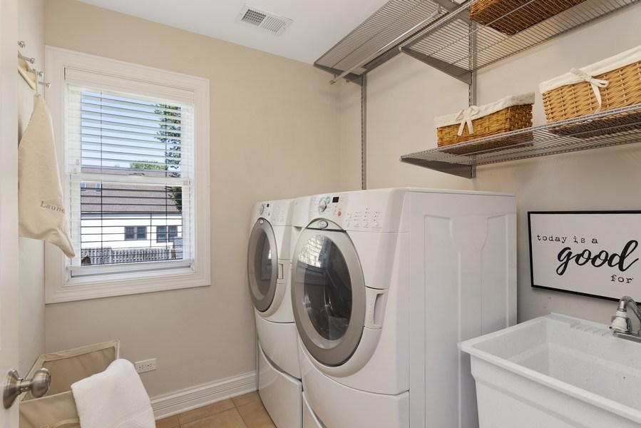 Real Estate Photography - 742 Meadow Lane, Libertyville, IL, 60048 - Laundry Room