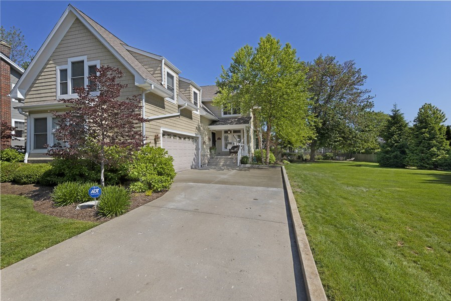 Real Estate Photography - 742 Meadow Lane, Libertyville, IL, 60048 - Front View