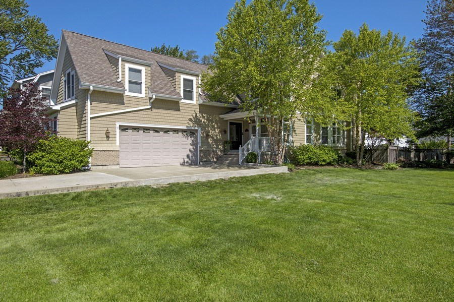 Real Estate Photography - 742 Meadow Lane, Libertyville, IL, 60048 - Side View